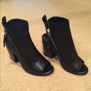 NWT Dolce Vita Port Booties Blk/10